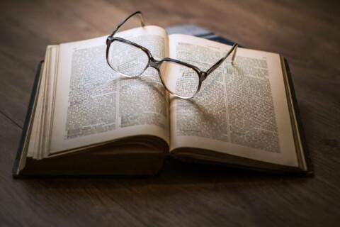 glasses-1052010_1920